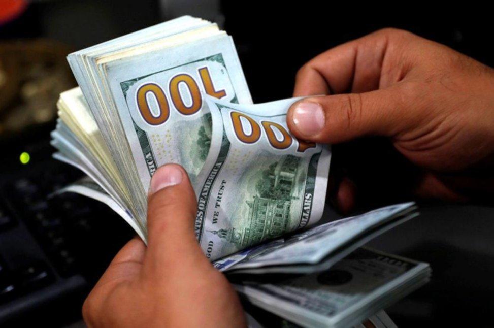 El dólar subió hoy 10 centavos, cerrando a $42,30 en el